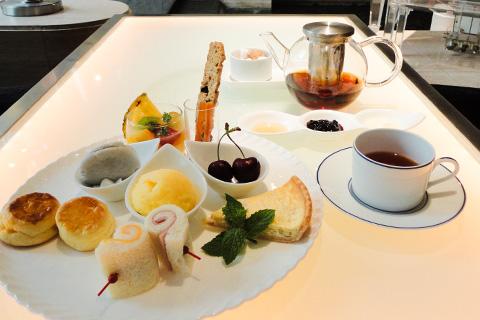 【神戸ポートアイランド】神戸ポートピアホテル「色とりどりに並べたアフタヌーンティーセット」