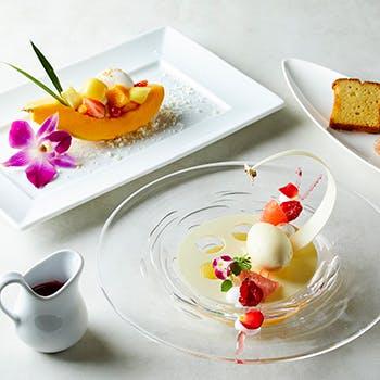 ハイアット リージェンシー 東京/カフェ「コース仕立てのアフタヌーンスイーツセット」