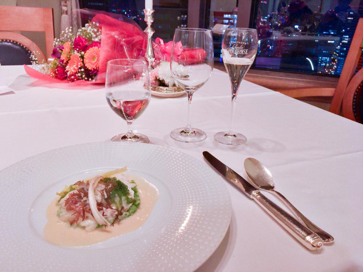 鯛のヴァプール 海藻風味 玉葱のクーヴェール ヨーグルト香るブイヨン・ド・レギュームのソースで