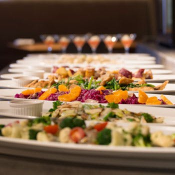 グランド ハイアット 福岡「前菜,サラダ,いちごのデザートはビュッフェ